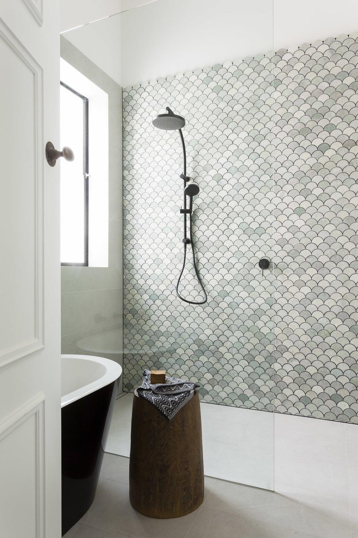 Beautiful+Bathroom+Makeover+-+Marble+Fan+Tiles+-+Petrina+Turner+Design